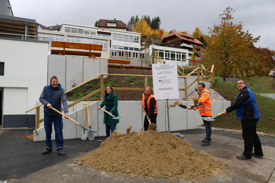 Offizieller Spatenstich für den 2. Bauabschnitt in Gütenbach
